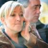 Perquisition au FN : Marine Le Pen défie la police et cache son portable dans son soutien-gorge.