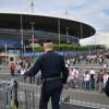 VIDEO. Euro 2016: Explosion contrôlée par la police d'une voiture aux abords du Stade de France.