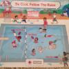 La Croix rouge américaine s'excuse pour son affiche raciste à la piscine.