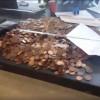 Il paye son amende de 90 euros… avec 5100 pièces et deux billets.