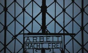 310x190_vue-date-18-aout-2013-inscription-arbeit-macht-frei-le-travail-rend-libre-a-entree-camp-nazi-a-dachau