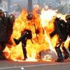Policier brûlé par un cocktail molotov: la CGT se moque du «poulet grillé».